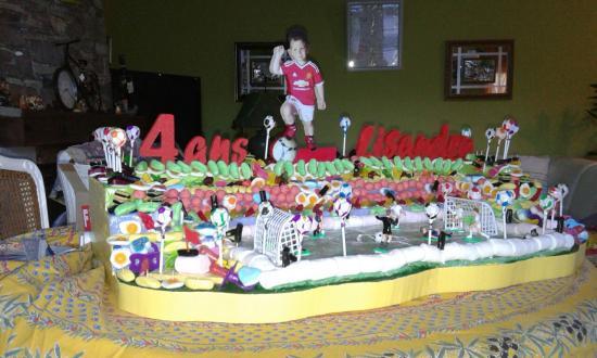 présentoir terrain de foot pour bonbons
