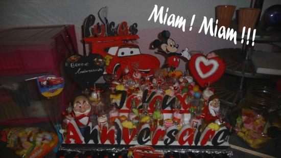 gâteau de bonbons personnalisé thème Cars Mickey