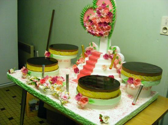 Grand présentoir coeur et pyramide + gâteaux