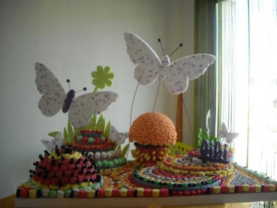 présentoir papillon pyramide ,demi boule ,plateaux en escalier