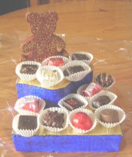 Petit présentoir ourson garni de chocolat