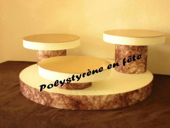 Présentoir 3 plateaux ronds de 24cm sur colonne - 60,00 E
