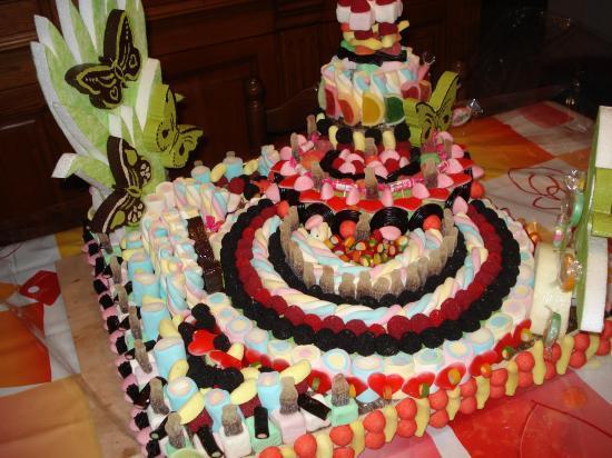 Présentoir papillon garni de bonbons par Josselyne