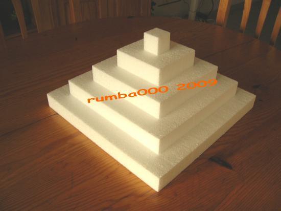 Présentoir petite pyramide  35,00 E