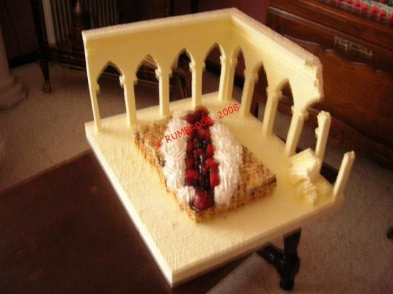 Garni d'un délicieux gâteau  confectionné par Maria