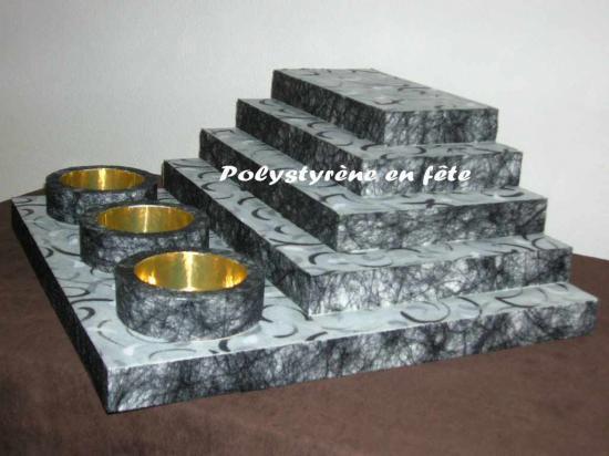 Présentoir pyramide - 3 contenants décoré - 100,00 E