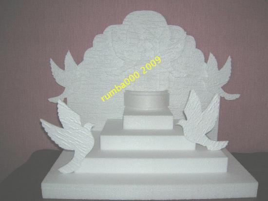 pyramide fontaine et colombe  -  45,00 E