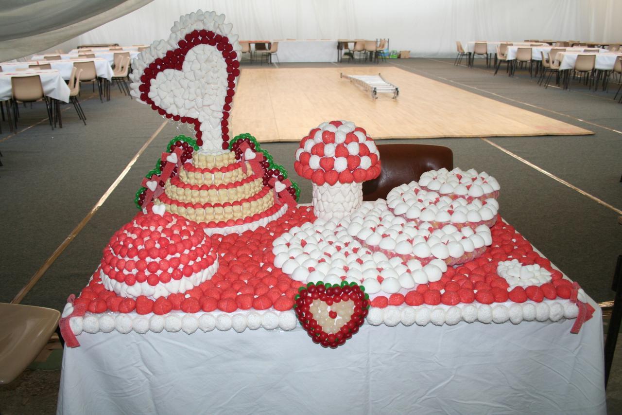 G teau de bonbons coeur - Presentoire gateau mariage ...