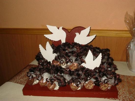 présentoir coeur et colombe décoré et garni par Fatima