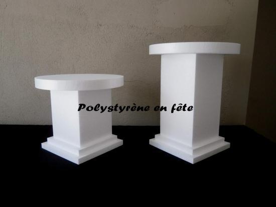 2 colonnes sur socles avec plateaux de 30 cm