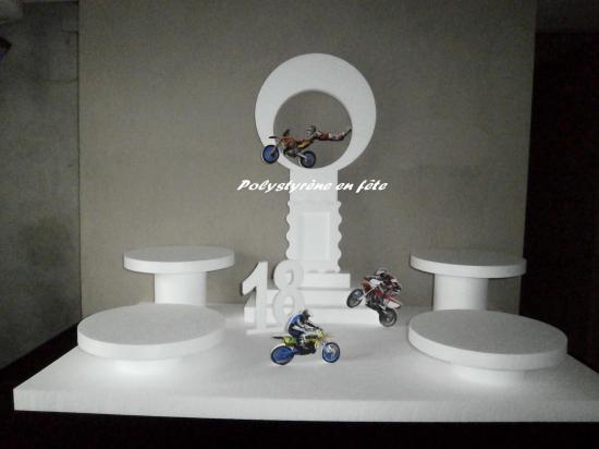 Presentoir moto 110 65 cm 4 plateaux de 30 cm